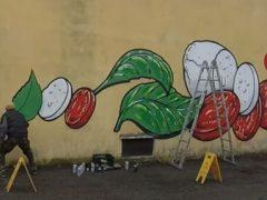 Оскорбительные ненавистнические надписи становятся рисунками с едой