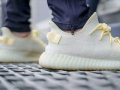 Вновь становятся популярной высокая платформа в спортивной обуви.