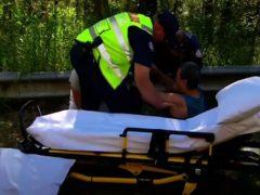 Любителю пеших прогулок, атакованному козой, пришлось вызывать медиков