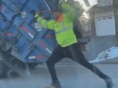 Трудовые будни мусорщика наполнены не только работой, но и танцами