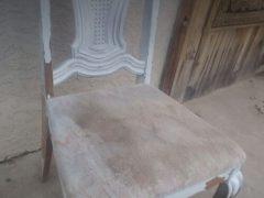 Таинственный добряк вовсе не украл стулья, а забрал их на время, чтобы подновить