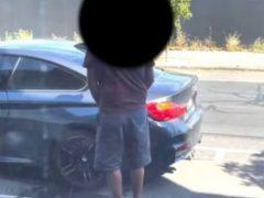 Бизнесмен застукал незнакомца, мочившегося на его машину