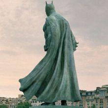 Благодаря фантазии художника Париж украсился необычными достопримечательностями