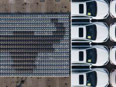Припаркованные автомобили «нарисовали» рекордную мозаику с головой быка