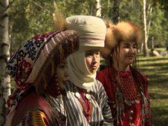 Саван, который всегда с тобой: что такое элечек и для чего его носили кыргызские женщины