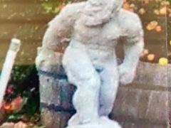 Полицейские и владельцы пропавшего снежного человека надеются, что он скоро найдётся