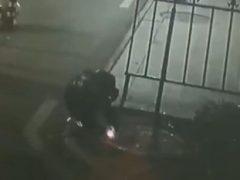 Петарда в люке привела к мощному взрыву
