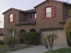 Купив дом своей мечты, супруги не могут въехать в него из-за бывшего владельца