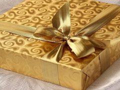 Компании пришлось извиняться за рекламу с крайне неуместными подарками