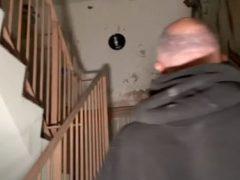 Явившись в заброшенный дом престарелых, исследователи сняли на видео призрака