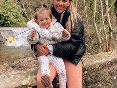 Девочка, якобы проглотившая наушник, заставила мать напрасно испугаться