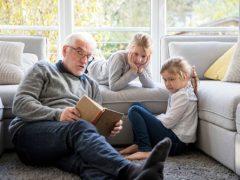 Бабушка и дедушка не желают общаться с плохо одетыми внуками
