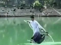 Туристам дали возможность походить по воде и даже полетать