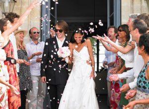 Чтобы свекровь не устроила драму на свадьбе, невеста решила нанять ей ухажёра
