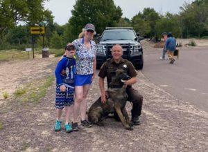 Полицейскую собаку, нашедшую кольцо, вознаградили мороженым