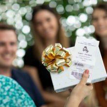 Везучая женщина не только получила бесплатный лотерейный билет, но и сорвала джекпот